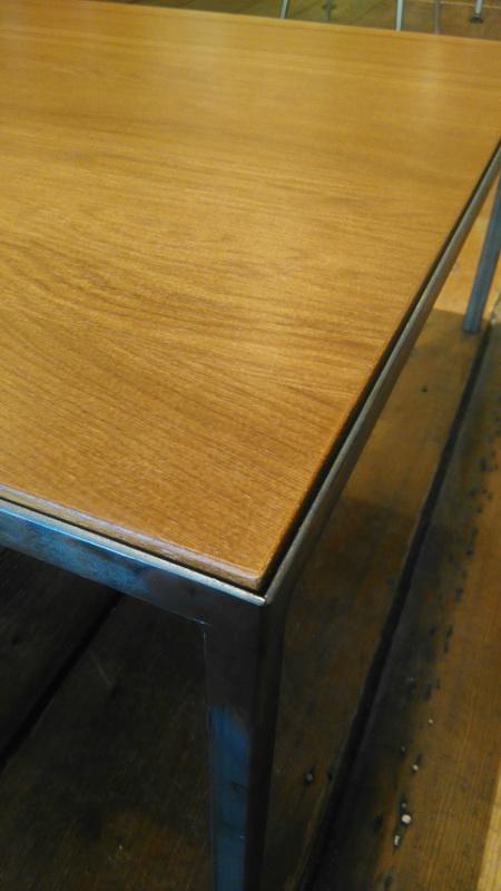 Sechsziger beistelltisch designerm bel for Tisch design andrea